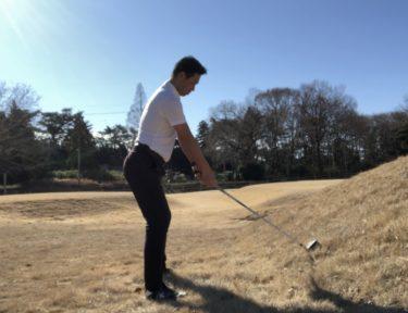 ゴルフ|つま先上がりの傾斜からの打ち方。簡単に打てるコツ。