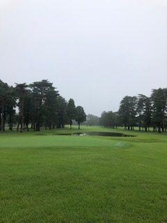 ゴルフ|梅雨時のゴルフで湿度が高いとボールは飛ばないのか??